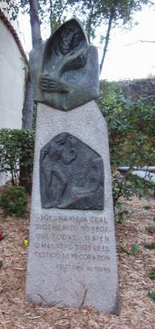 Estatua de la Celestina en el Huerto de Calisto y Melibea, Salamanca, de Casillas (1976)