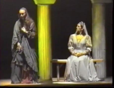 Representación del Teatro del Centro de Arte, Guayaquil, Ecuador, de Pinto (1994)<br />