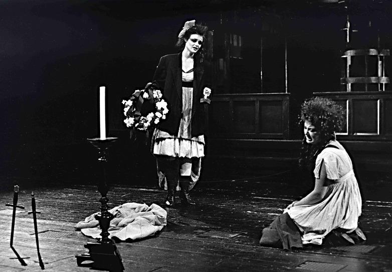 Representación del Teatro Nacional de Praga, de Krobot (1988)