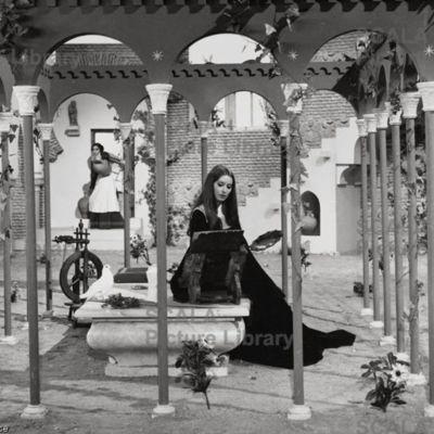 Fotocromo 16 de la películaLa Celestina, de Ardavín
