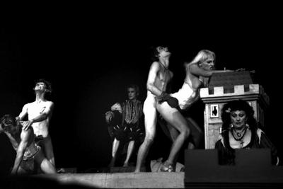 Representación del Teatro el Público, La Habana, 2002.